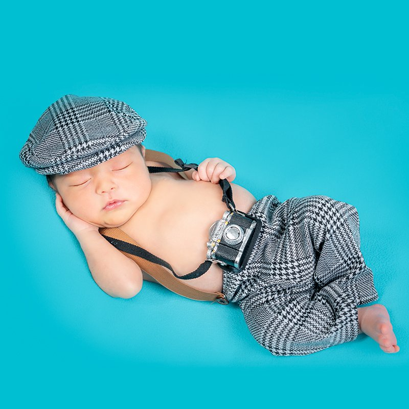Studiochris, your Kitchener Waterloo Newborn Photographer